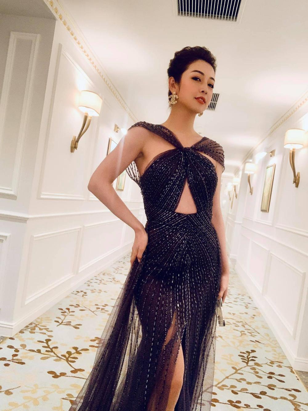 Hoa hậu Jennifer Phạm diện váy xuyên thấu khoe triệt để body gợi cảm của gái 4 con khiến fan trầm trồ Ảnh 1