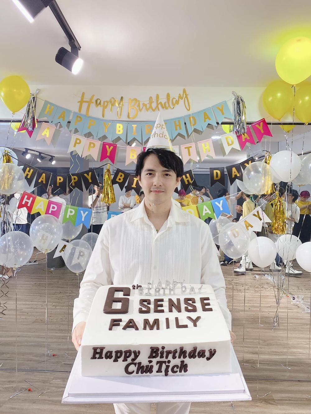Ông Cao Thắng hạnh phúc đón tuổi mới, nhận 'cú lừa' từ Đông Nhi và dàn 'gà cưng' Ảnh 6
