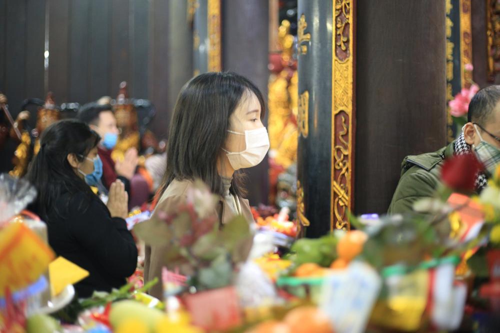 Mùng 1 cuối cùng của năm, giới trẻ đổ xô đi chùa Hà cầu có người yêu trước Tết Nguyên đán Ảnh 14