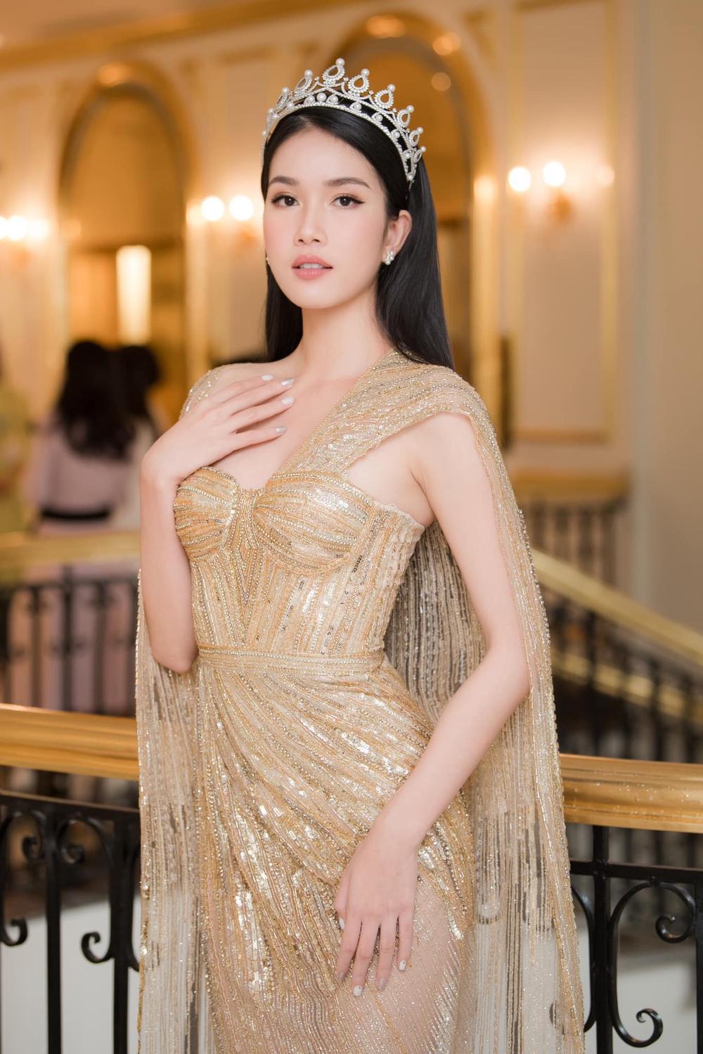 Á hậu Phương Anh đẹp vượt mặt chị đại Thanh Hằng dù đã sửa kết cấu váy, bộ đầm tạo kỉ lục mới! Ảnh 3