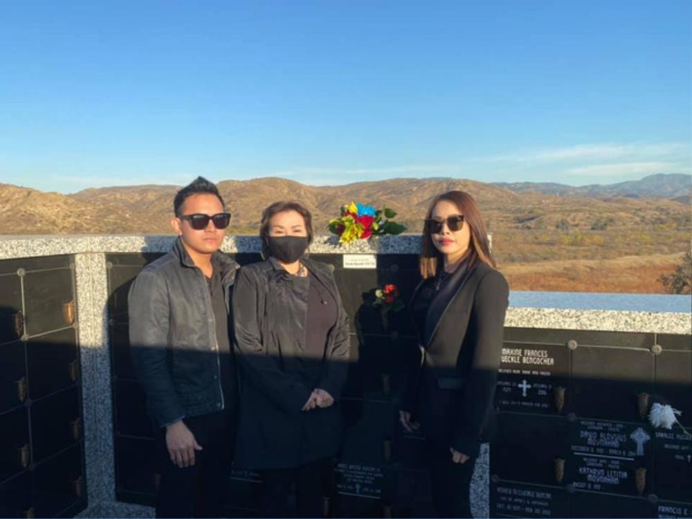 Con trai ruột Hoài Linh thay ba viếng mộ cố nghệ sĩ Chí Tài ở Mỹ Ảnh 3