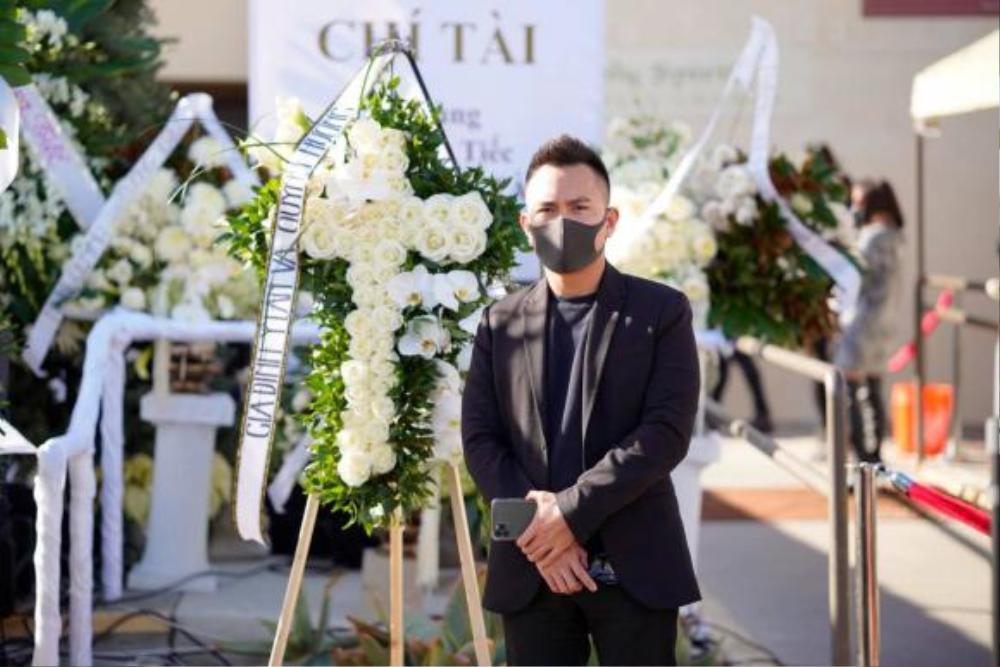 Con trai ruột Hoài Linh thay ba viếng mộ cố nghệ sĩ Chí Tài ở Mỹ Ảnh 6