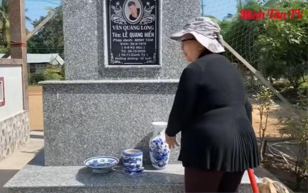 Mẹ ca sĩ Vân Quang Long lên tiếng chuyện không nhận cháu tại mộ con trai Ảnh 2