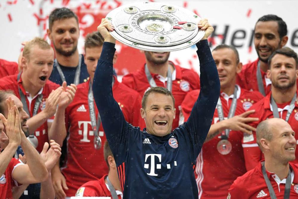 Manuel Neuer đánh bại Buffon, trở thành thủ môn hay nhất thập kỷ Ảnh 1