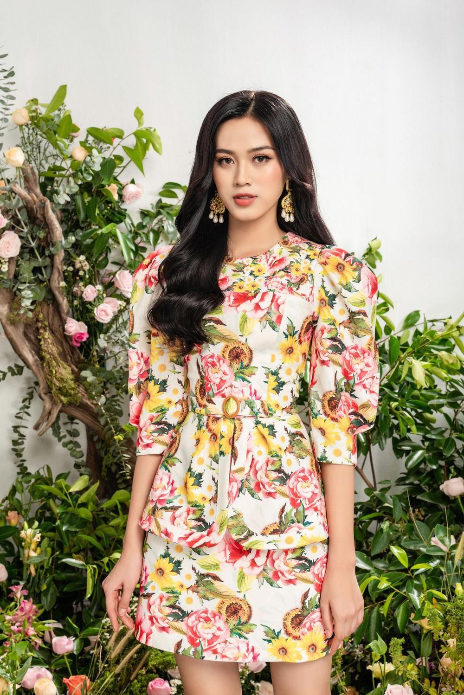 Hoa hậu Đỗ Thị Hà xinh như thiên thần hoa với váy áo du Xuân Ảnh 3