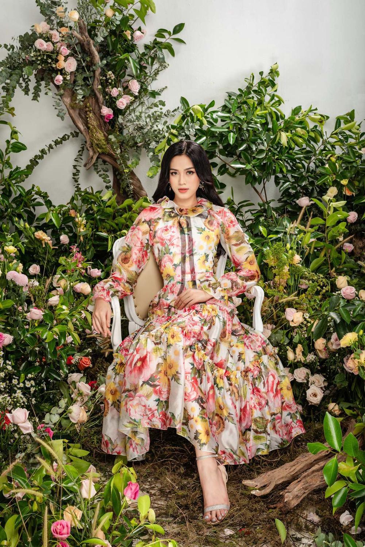 Hoa hậu Đỗ Thị Hà xinh như thiên thần hoa với váy áo du Xuân Ảnh 4