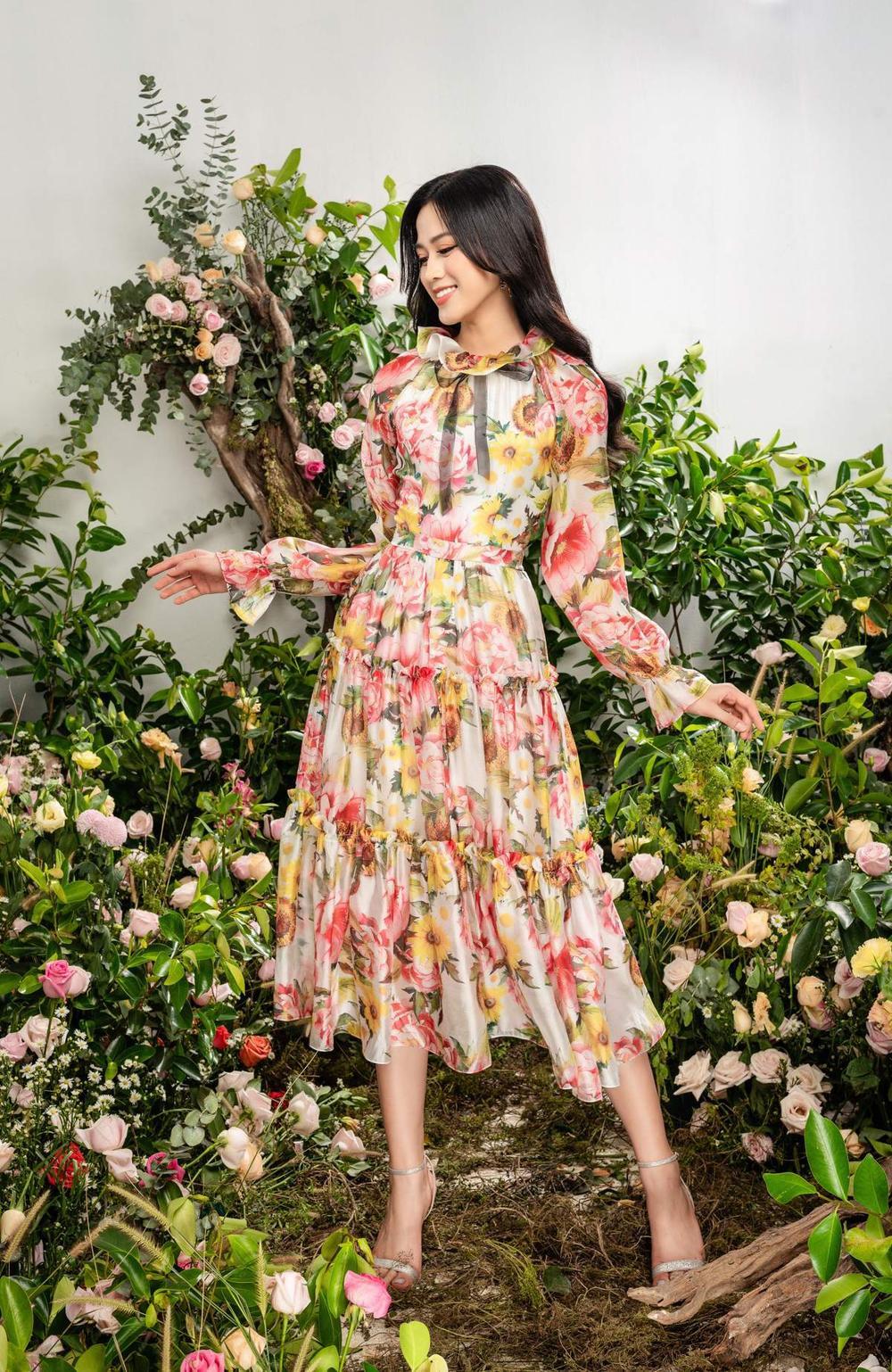 Hoa hậu Đỗ Thị Hà xinh như thiên thần hoa với váy áo du Xuân Ảnh 5
