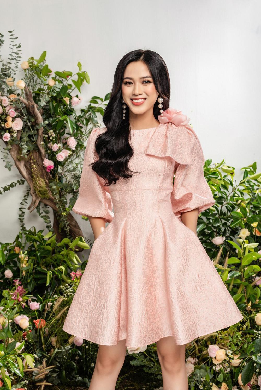 Hoa hậu Đỗ Thị Hà xinh như thiên thần hoa với váy áo du Xuân Ảnh 7