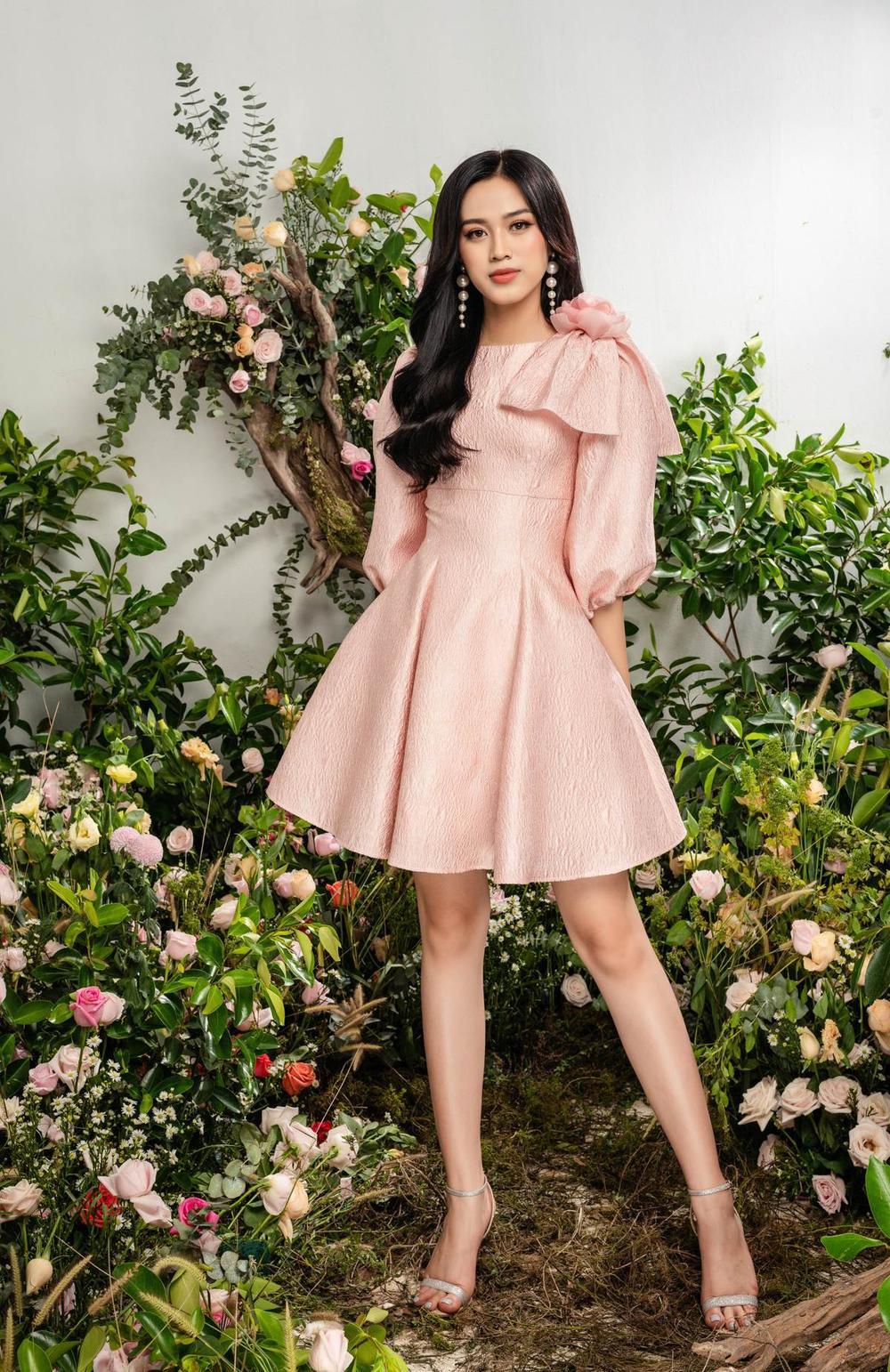 Hoa hậu Đỗ Thị Hà xinh như thiên thần hoa với váy áo du Xuân Ảnh 15