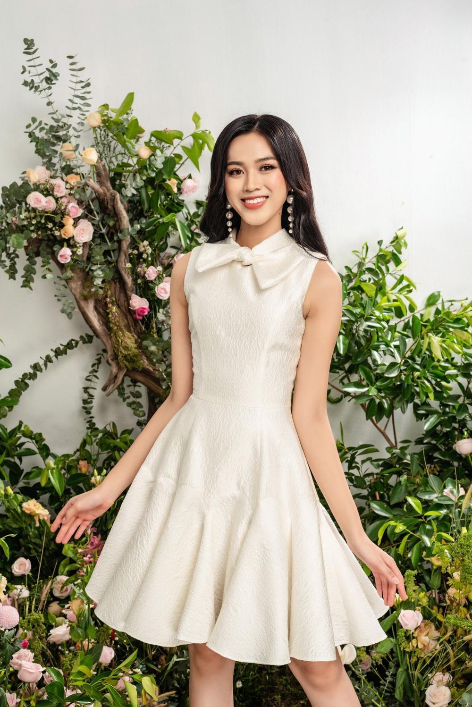 Hoa hậu Đỗ Thị Hà xinh như thiên thần hoa với váy áo du Xuân Ảnh 8