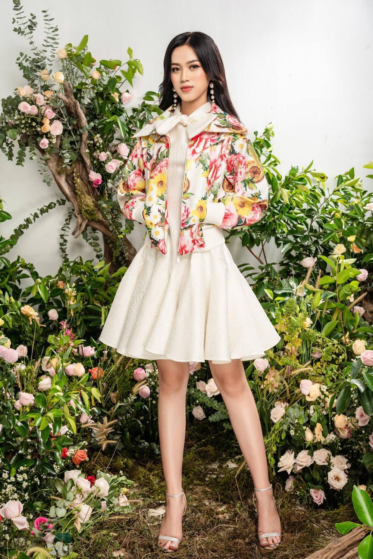 Hoa hậu Đỗ Thị Hà xinh như thiên thần hoa với váy áo du Xuân Ảnh 10