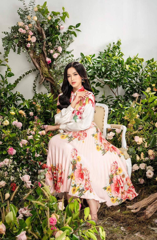 Hoa hậu Đỗ Thị Hà xinh như thiên thần hoa với váy áo du Xuân Ảnh 12