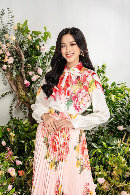 Hoa hậu Đỗ Thị Hà xinh như thiên thần hoa với váy áo du Xuân Ảnh 13