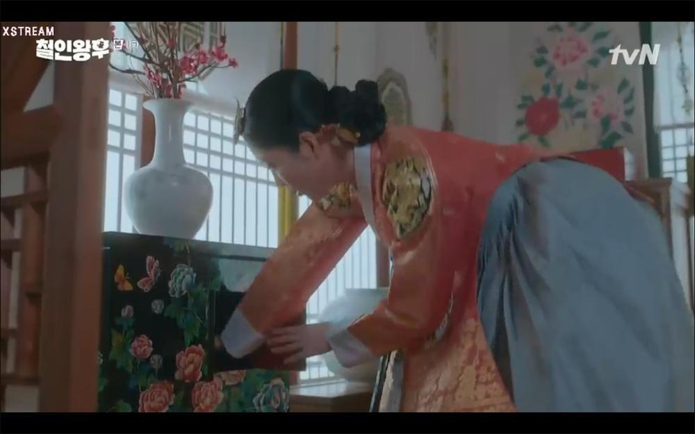 'Mr. Queen' tập 11: Shin Hye Sun tá hỏa vì tình địch thẳng tay ám sát, Kim Jung Hyun bị lộ thân phận Ảnh 37