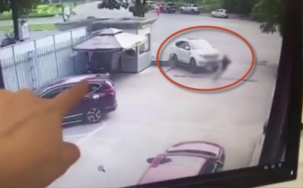 Khởi tố nữ tài xế 9X đạp nhầm chân ga lao sang showroom Mazda ở Phú Thọ khiến người đàn ông chết thảm Ảnh 3