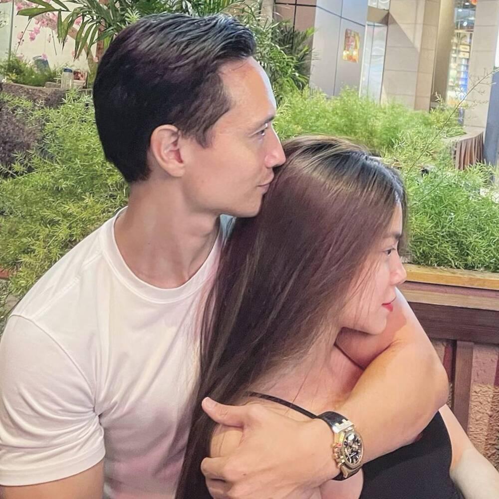 Tan chảy với khoảnh khắc 'tình bể bình' của Kim Lý dành cho vợ con giữa chốn đông người Ảnh 6