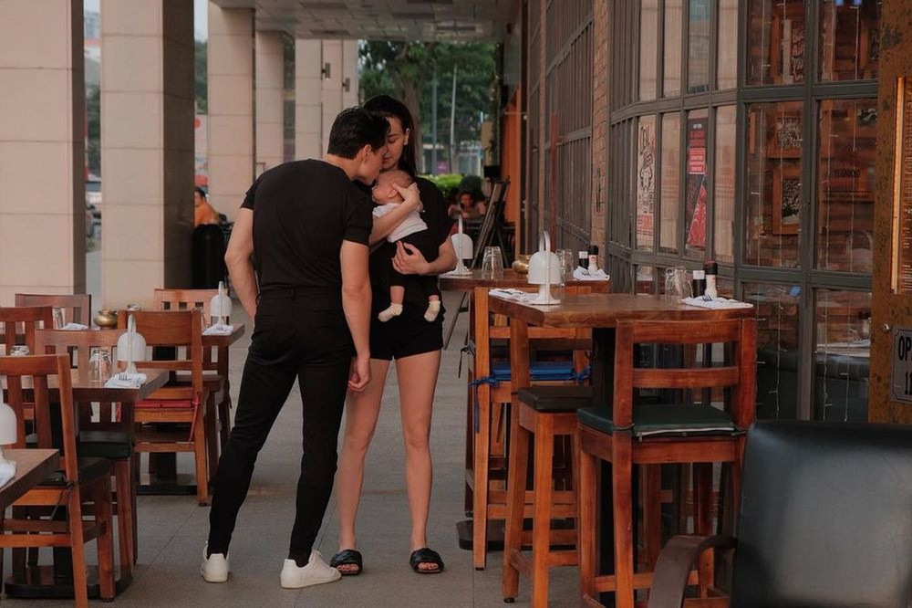 Tan chảy với khoảnh khắc 'tình bể bình' của Kim Lý dành cho vợ con giữa chốn đông người Ảnh 3