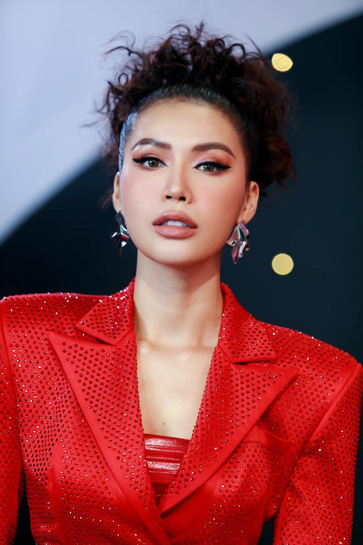 5 nàng hậu hoạt động nổi bật nhất năm 2020: Kiều Loan phủ sóng hình ảnh, Minh Tú ngày càng đông fan Ảnh 11