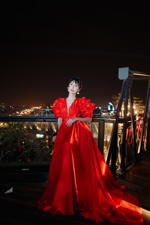 Lynk Lee diễn thời trang, đẹp 'bất khuất' giữa trời lạnh 12 độ C của Hà Nội Ảnh 7