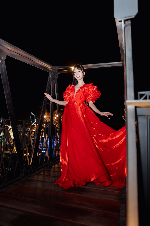 Lynk Lee diễn thời trang, đẹp 'bất khuất' giữa trời lạnh 12 độ C của Hà Nội Ảnh 2