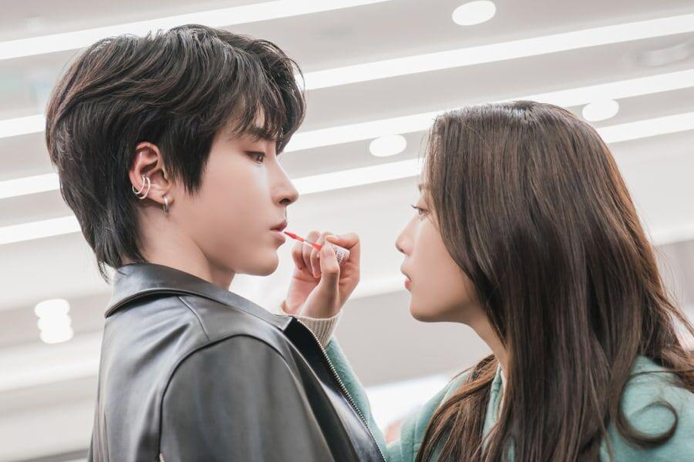"Sweet photo series by Hwang In Yeop and Moon Ga Young in ""True Beauty"""