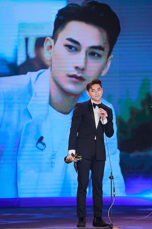 Tâm sự của NSND Hồng Vân, Isaac lần đầu đoạt giải 'Ngôi Sao Xanh 2020' Ảnh 9