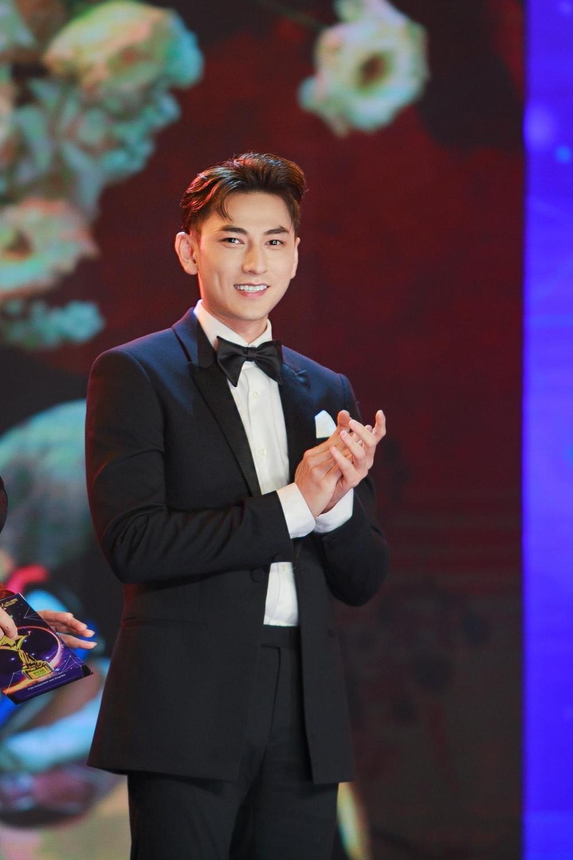 Tâm sự của NSND Hồng Vân, Isaac lần đầu đoạt giải 'Ngôi Sao Xanh 2020' Ảnh 10