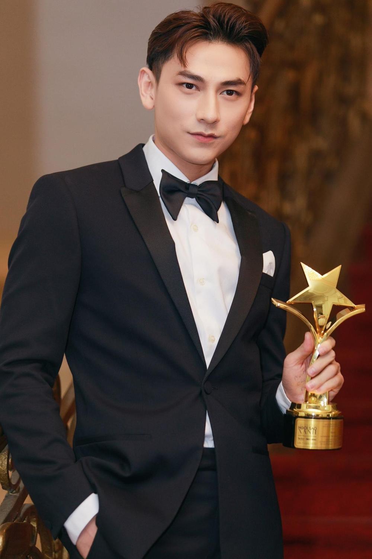 Tâm sự của NSND Hồng Vân, Isaac lần đầu đoạt giải 'Ngôi Sao Xanh 2020' Ảnh 7