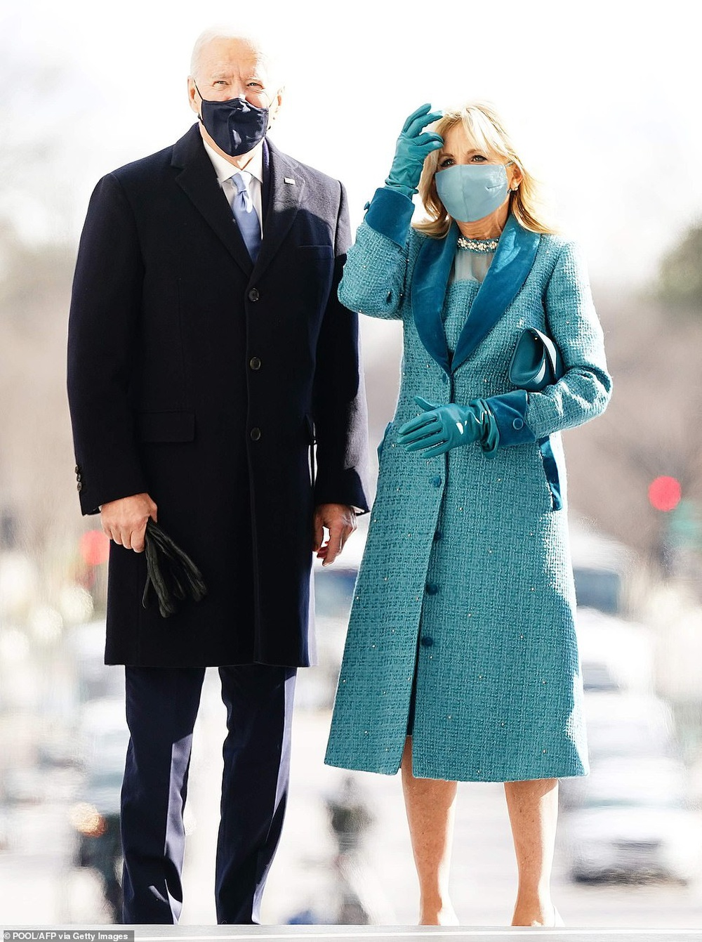 Tân Đệ nhất phu nhân Mỹ Jill Biden và Melania Trump 'so kè' trang phục cực gắt tại lễ nhậm chức Ảnh 1