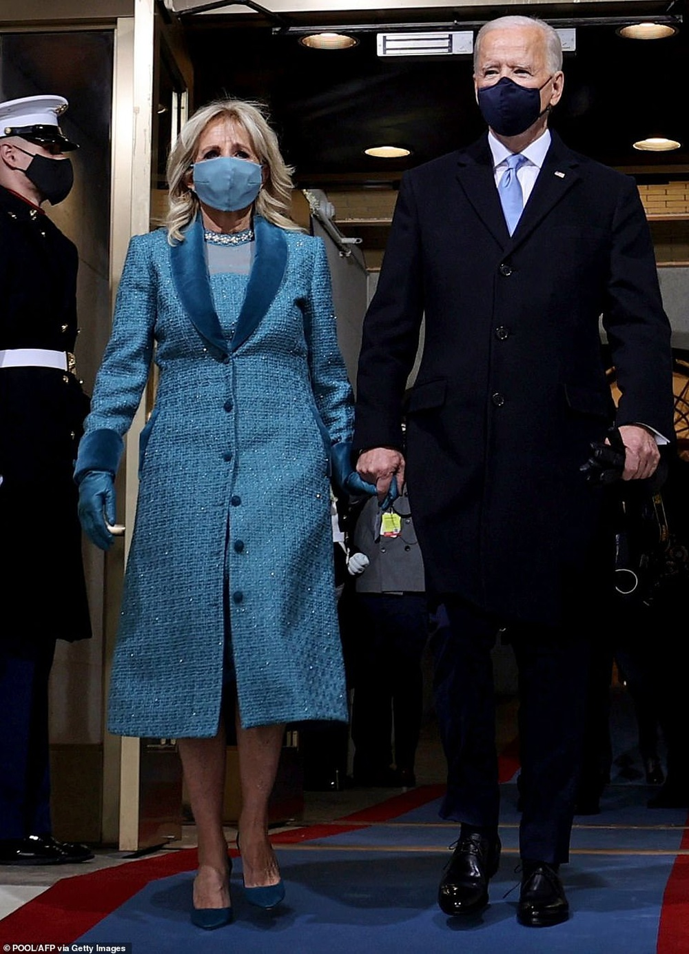 Tân Đệ nhất phu nhân Mỹ Jill Biden và Melania Trump 'so kè' trang phục cực gắt tại lễ nhậm chức Ảnh 2