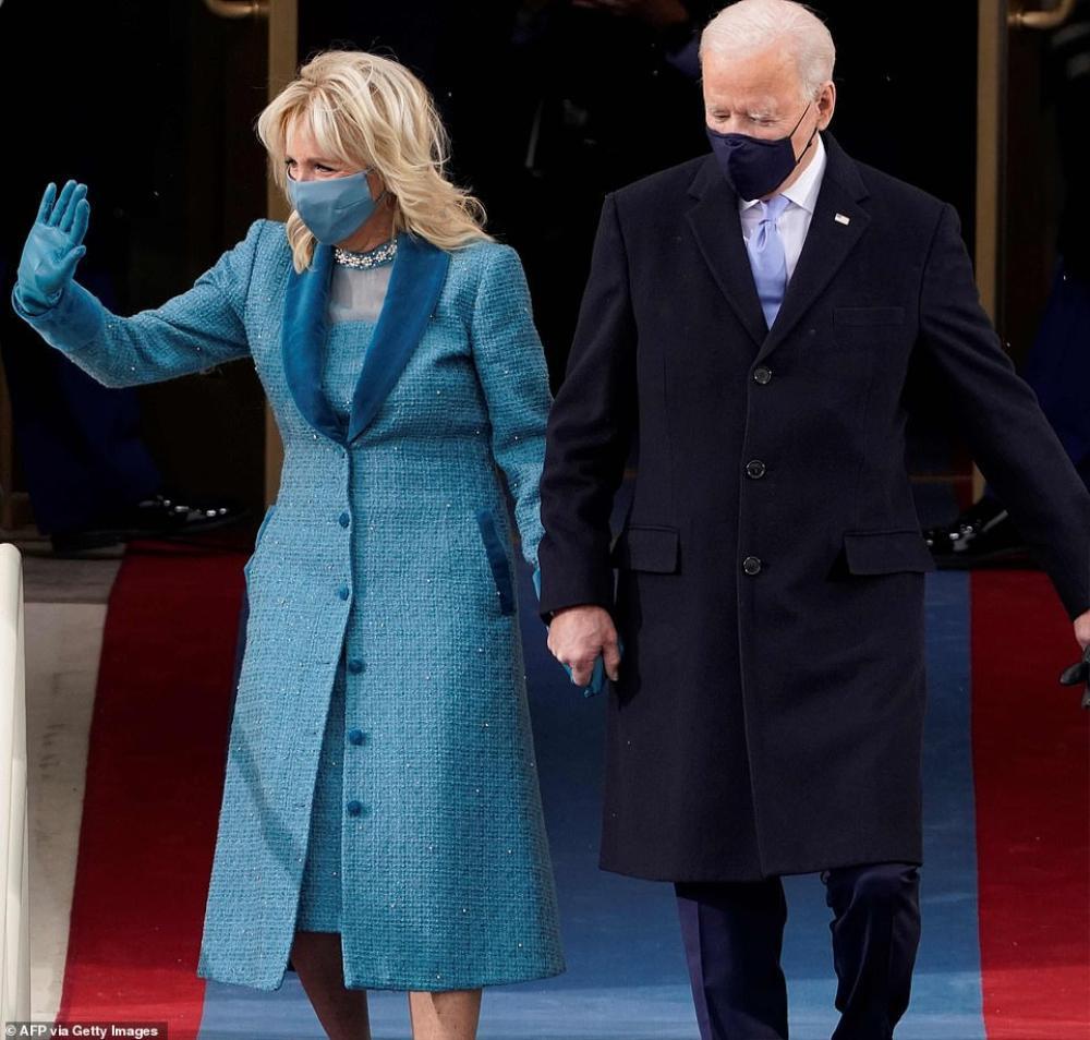 Tân Đệ nhất phu nhân Mỹ Jill Biden và Melania Trump 'so kè' trang phục cực gắt tại lễ nhậm chức Ảnh 4