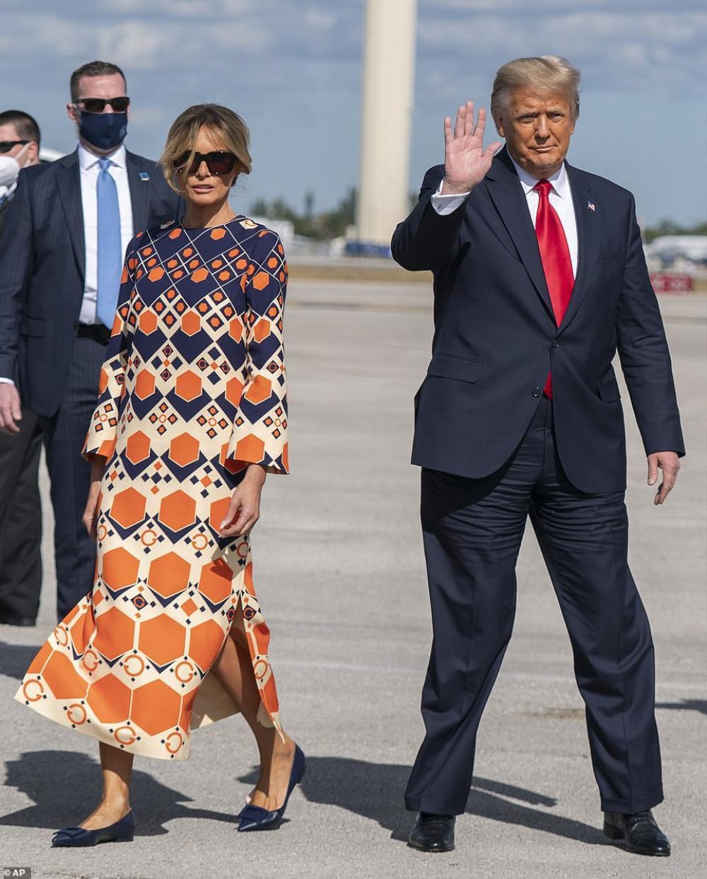 Tân Đệ nhất phu nhân Mỹ Jill Biden và Melania Trump 'so kè' trang phục cực gắt tại lễ nhậm chức Ảnh 12