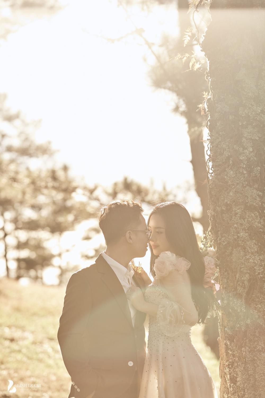 Á Hậu Thúy An hé lộ ảnh cưới lung linh tại Đà Lạt: Cô dâu nhan sắc rạng ngời, chú rể điển trai phong độ Ảnh 10