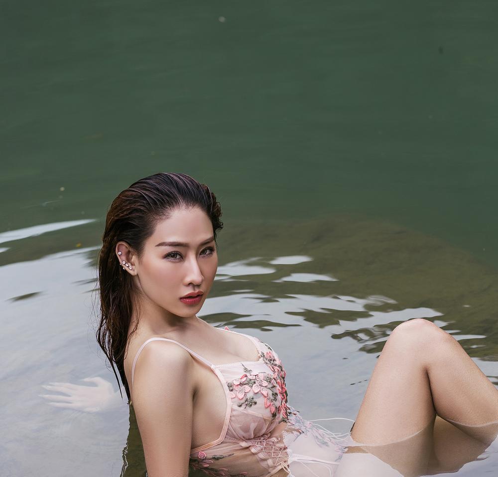 DJ Oxy gây tranh cãi khi mặc gợi cảm chụp ảnh bên hồ Đà Lạt dưới cái lạnh 14 độ C Ảnh 5