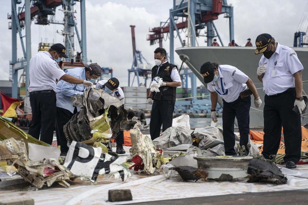 Hé lộ nguyên nhân ban đầu khiến máy bay Indonesia chở 62 người rơi xuống biển Ảnh 2