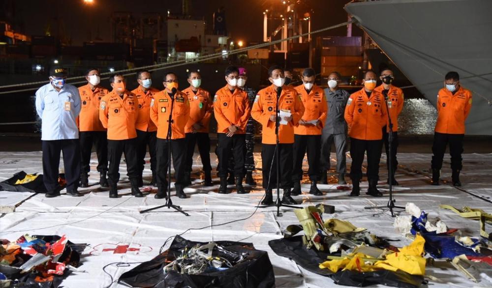 Hé lộ nguyên nhân ban đầu khiến máy bay Indonesia chở 62 người rơi xuống biển Ảnh 3