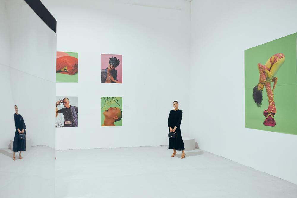 Tăng Thanh Hà tinh tế thanh tao với 'little black dress' tại triển lãm sách ảnh nghệ thuật Ảnh 7