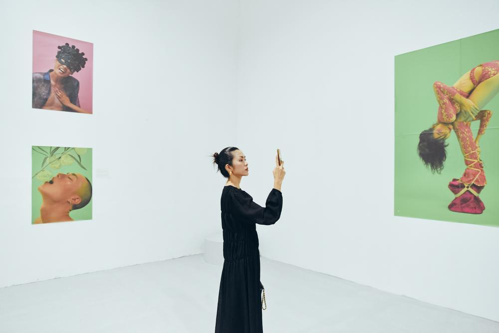 Tăng Thanh Hà tinh tế thanh tao với 'little black dress' tại triển lãm sách ảnh nghệ thuật Ảnh 8
