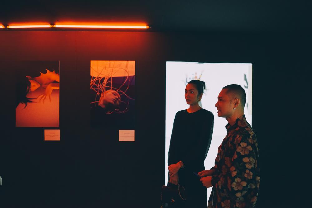 Tăng Thanh Hà tinh tế thanh tao với 'little black dress' tại triển lãm sách ảnh nghệ thuật Ảnh 9