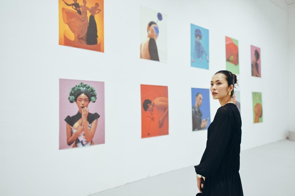 Tăng Thanh Hà tinh tế thanh tao với 'little black dress' tại triển lãm sách ảnh nghệ thuật Ảnh 2