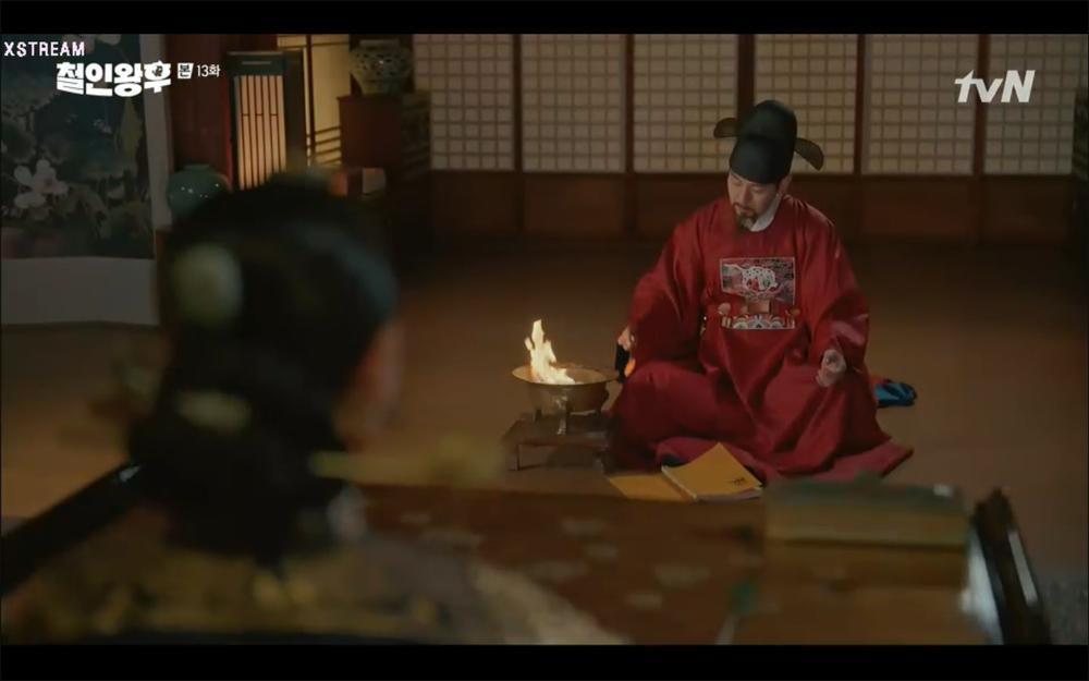 'Mr. Queen' tập 13: Shin Hye Sun cạn tình, quyết phản bội Kim Hyun Jung để bắt tay cùng kẻ thù? Ảnh 49