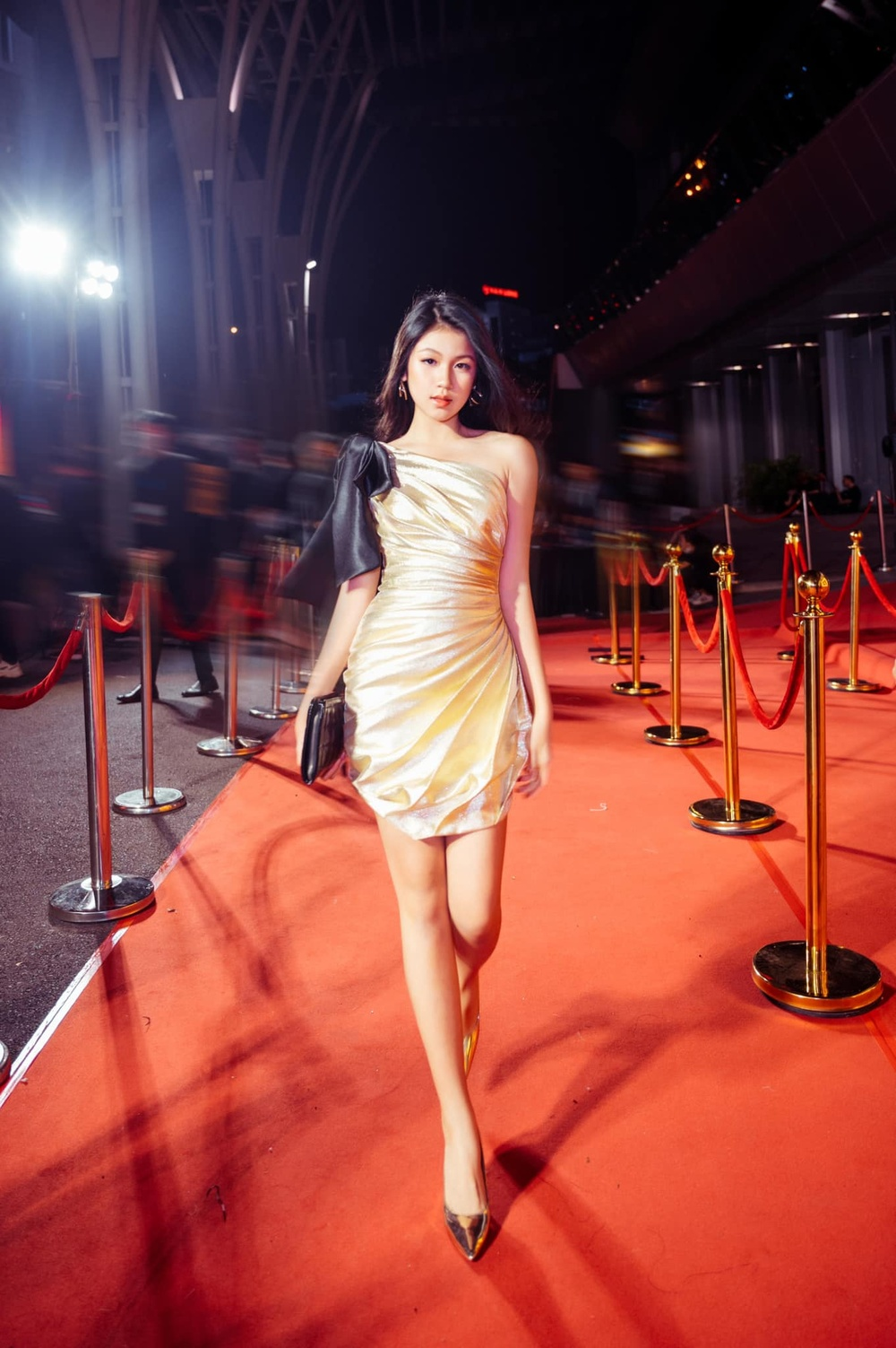 Con gái 16 tuổi của Lưu Thiên Hương khoe nhan sắc xinh như Hoa hậu khiến ai cũng say đắm Ảnh 2