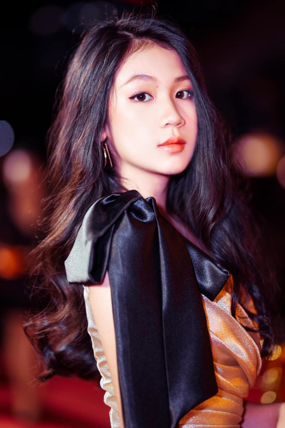 Con gái 16 tuổi của Lưu Thiên Hương khoe nhan sắc xinh như Hoa hậu khiến ai cũng say đắm Ảnh 5