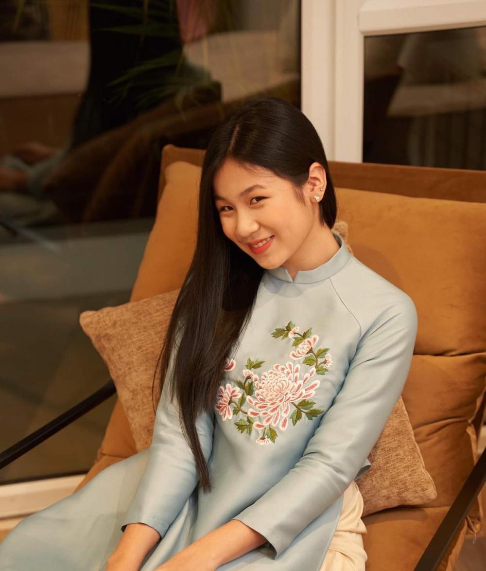 Con gái 16 tuổi của Lưu Thiên Hương khoe nhan sắc xinh như Hoa hậu khiến ai cũng say đắm Ảnh 7
