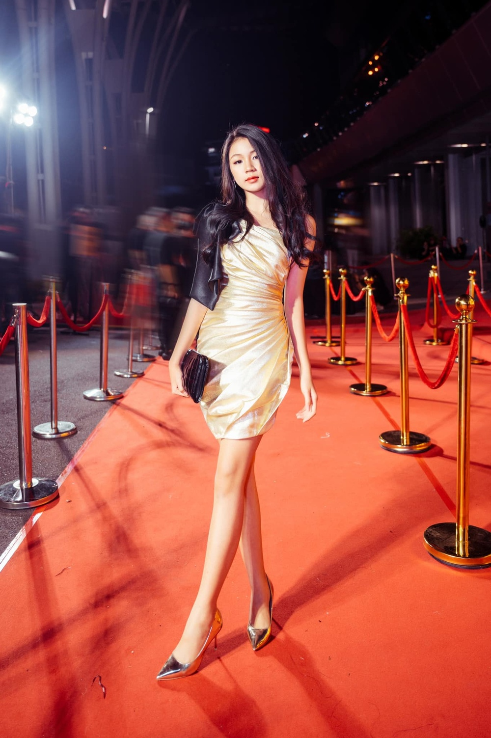 Con gái 16 tuổi của Lưu Thiên Hương khoe nhan sắc xinh như Hoa hậu khiến ai cũng say đắm Ảnh 1