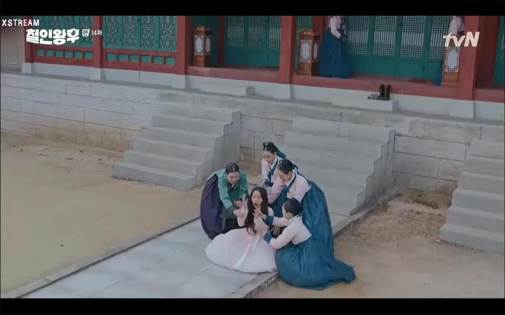 'Mr. Queen' tập 14: Shin Hye Sun suýt chết vì độc, người chết thay là? Ảnh 12