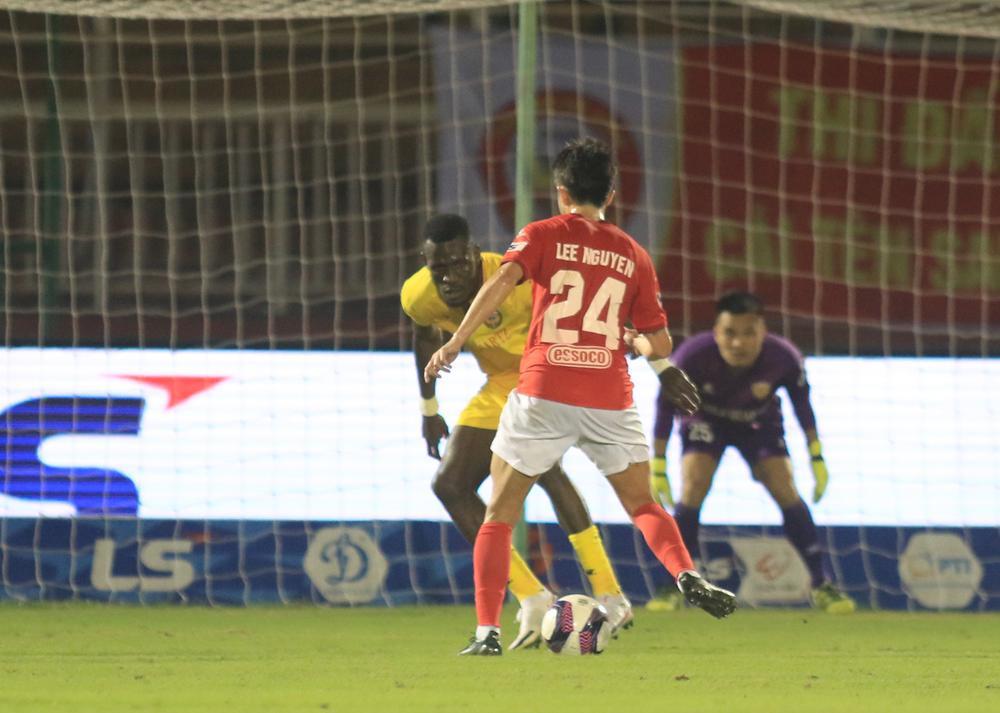 Lee Nguyễn ra mắt, CLB TPHCM thắng đậm Hà Tĩnh! Ảnh 2
