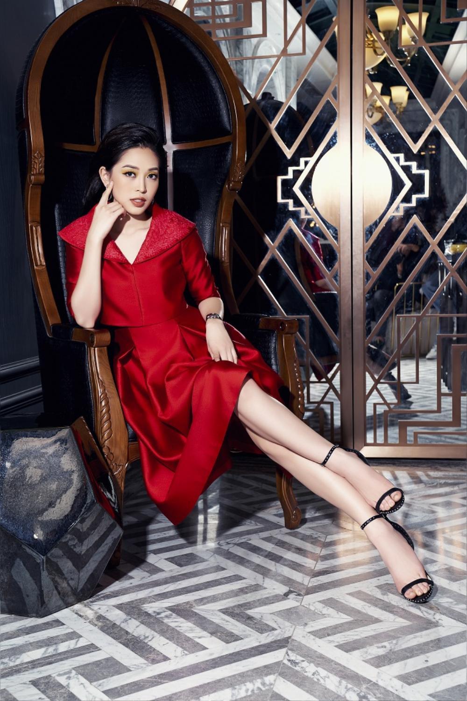 Á hậu Phương Nga khoe nhan sắc kiêu sa với váy áo lụa là đầy sắc màu Ảnh 5