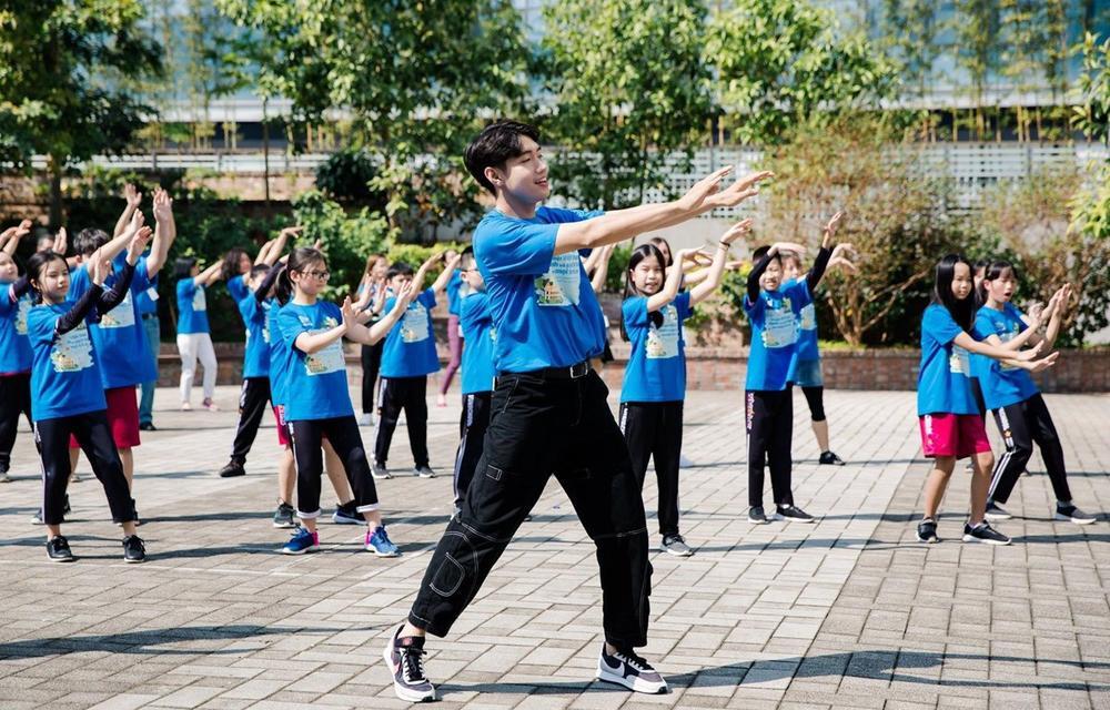 Quang Đăng: 1 năm rực rỡ với vũ điệu rửa tay, hợp tác cùng dàn sao Vbiz, đại náo Táo Quân 2021 Ảnh 10