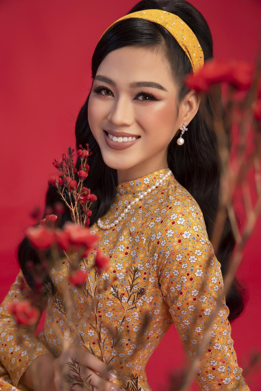 Top 3 Hoa hậu Việt Nam 2020 Đỗ Hà - Phương Anh - Ngọc Thảo chào xuân 'ngọt lịm' với áo dài cổ điển Ảnh 4